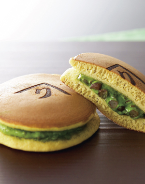 Uji Green Powdered Tea Dorayaki (sweet, red, bean-jam pancake) Dosembo