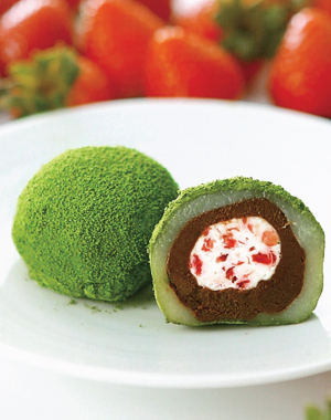 "Soft rice cake stuffed with sweetened bean jam and strawberry, covered with green powdered tea <br/>""Okoikoi"" Daifuku"